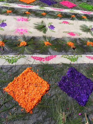 4a. Gedeelte van tapijt op straat